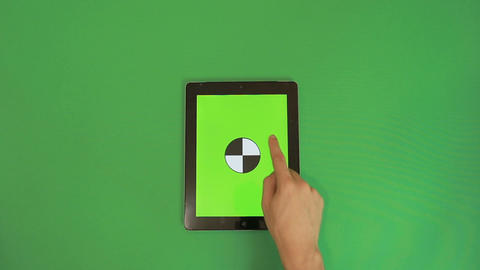 Man Hand Using Vertical Digital Tablet with Green Screen Swipes Down on the Gree Filmmaterial