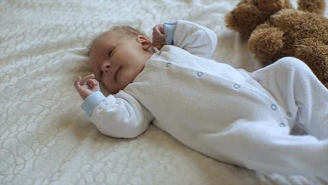 Beautiful little baby.The baby lies on a bed Acción en vivo