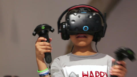 Young Boy Gaming Vr Virtual Realit Filmmaterial