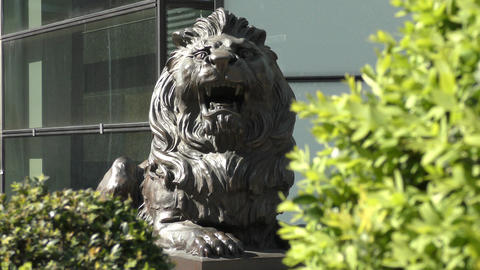 Stone sculpture of a roaring lion Filmmaterial