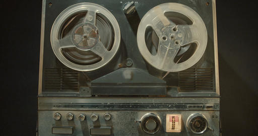 Vintage tape recorder with wheels spinning Filmmaterial