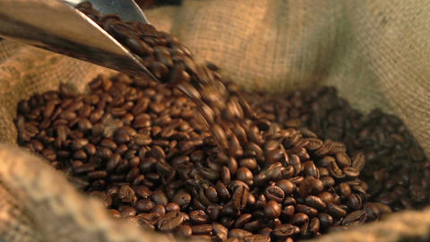 Video of falling coffee beans in real slow motion Filmmaterial