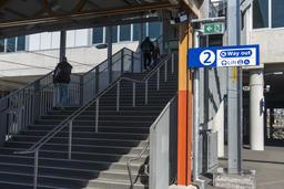 People leave station stairs up platform copyspace Foto