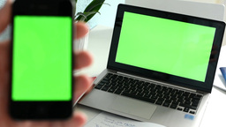 Smartphone with notebook (green screen) - sharpening from mobile to notebook Live Action