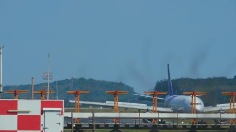 Airbus 330 braking Live Action