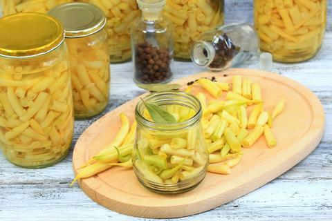 Homemade preserved yellow beans in spicy pickle Fotografía