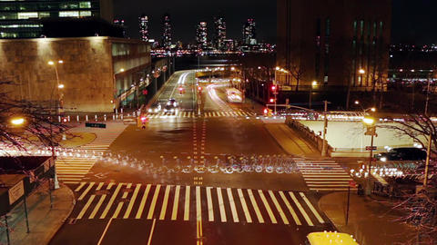 Night Traffic at the Intersection of New York City Filmmaterial