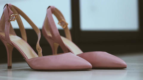 Pair of classical pink-beige woman wedding shoes on the floor - Changing defocus Footage