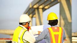 วิศวกรกำลังก่อสร้างถนน Archivo