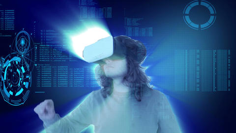 Man wearing virtual reality glasses and the technology is overhauling Archivo