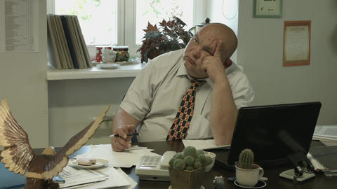 4K Ungraded: Bored Fat Office Worker Twirling Pen Between His Fingers Footage