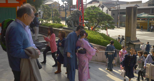 A tourist couple takes a selfie in front of a temple in Kyoto ライブ動画