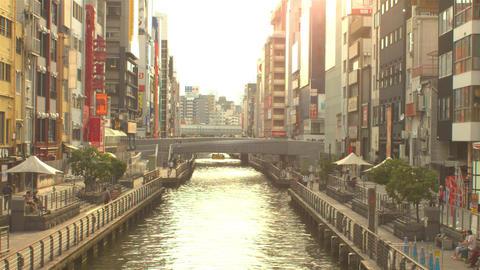 Tourists walk through doutombori area in Namba, Osaka ライブ動画