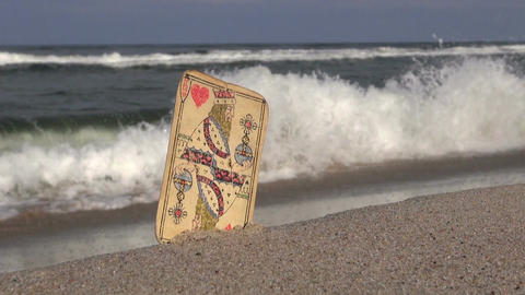 Old king of hearts card by the sea ビデオ