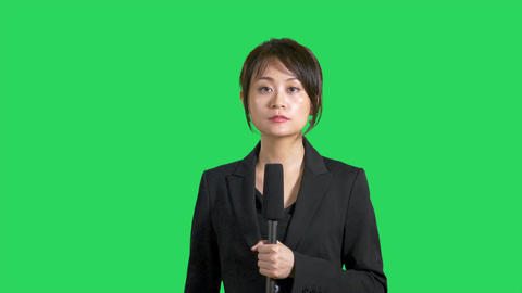 Asian Chinese news presenter on green screen Live影片