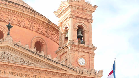 Mosta church in Malta - smooth zoom to bells ビデオ