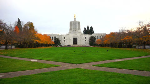 Salem Oregon Capital Building Static Shot Fall Season Archivo