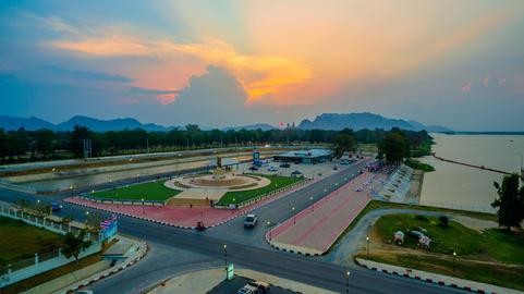 temple around Mae Klong dam Foto