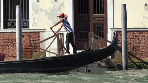 Rowing A Gondola In Venice Live Action