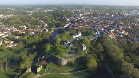 Château de Montaigu seen by drone in spring Acción en vivo