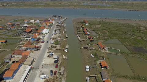 A La Tremblade, Strike and the estuary of the Seudre seen by drone Footage