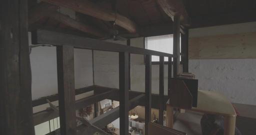 梁のある屋根裏部屋 ライブ動画