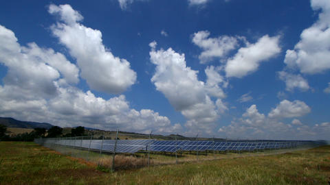 Solar Panel Array time lapse in Colorado with rolling clouds Filmmaterial