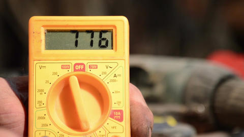 Measure AC voltage with a digital multimeter Footage