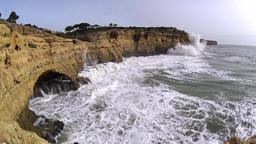 Massive waves rolling to cliffs ビデオ