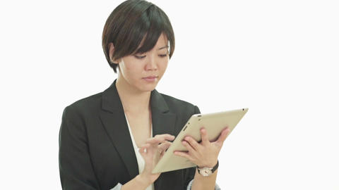 Asian businesswoman with tablet PC looks up and smiles at camera Live影片