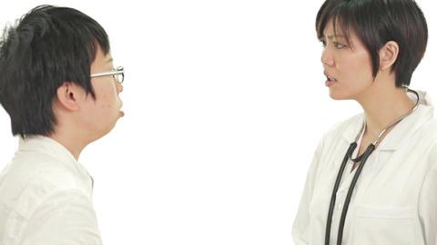 Worried Asian doctor talking to patient影片素材