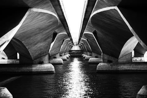 Under The Bridge フォト