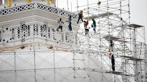 Close up of the workers group are restored. Repair of the old pagoda Archivo