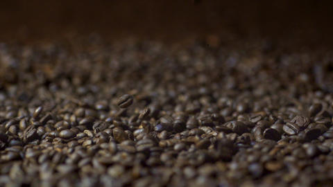 Falling Coffee Beans in Slow Motion with Bokeh Effect Archivo