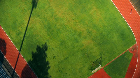 4K Aerial view of track athletes at running track ビデオ