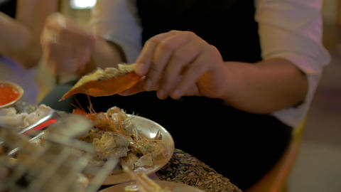 People hand eating delicious grill fresh seafood with prawn shrimp clam and crab ビデオ