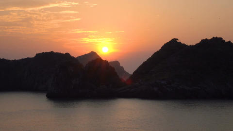 Beautiful views of Ha Long Bay Live Action
