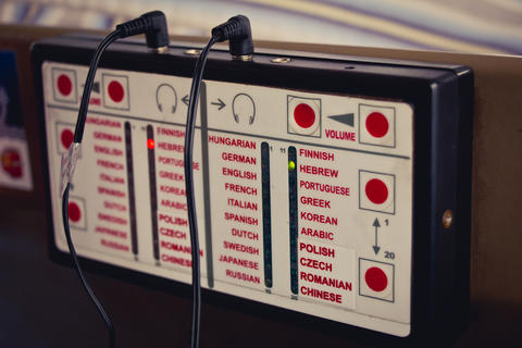 Audio guide device that plays information in different languages Foto