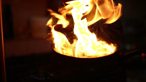 The fire is burning in a frying pan with fried meat ライブ動画