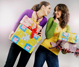 Cheerful ladies holding a bunch of presents Foto