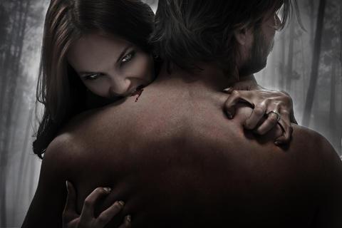 Portrait of a female vampire biting a victim Foto
