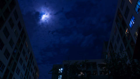 Clouds moving fast in front of the full moon. 1080 FHD Timelapse ビデオ