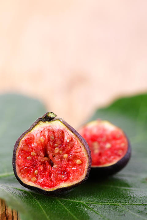 Fresh figs on wooden フォト