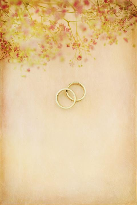 Romantic wedding rings background Fotografía