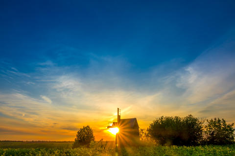 Sunrise and an Old Wooden Windmill Foto