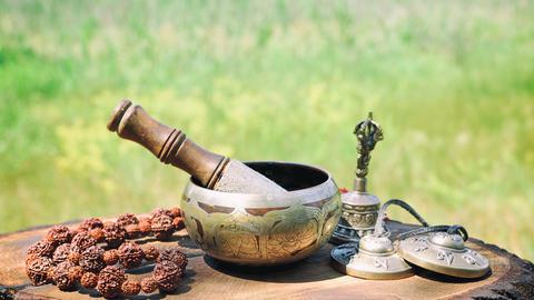 bronze Tibetan singing bowl Foto