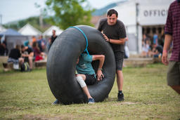 Young adults playing with an inner tube of a tractor Foto
