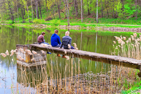 Young fishermen at Pond in Traku Voke public park Vilnius Foto