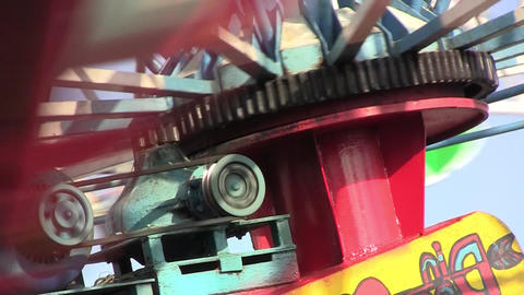 Carousel motor that revolves at a speed of increasingly higher 1 Footage