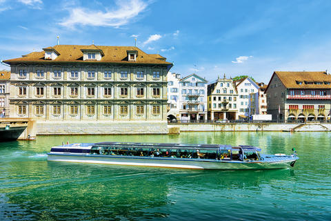 Excursion boat at Old Town Hall in River Limmat Zurich Swiss 相片